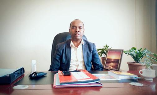 MADAGASIKARA MIATRIKA NY COVID-19: «Ny fiombonana no fahendrena malagasy indrindra», hoy i Gérard Ramamimampionona